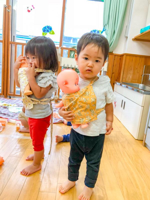 園内写真:赤ちゃん抱っこ